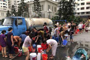 Cung cấp nước sạch bằng xe téc cho quận Long Biên